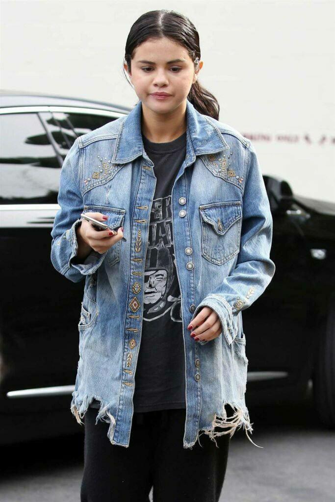 learn to get the denim fashion right like hollywood sensation selena gomez 4